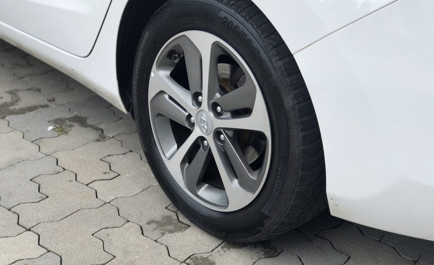 Hyundai i30 1.6 CRDi DOHC 16V YES